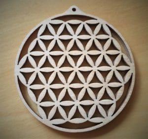 Schutzamulett Blume des Lebens aus Holz mit persönlicher Schutzfarbe (6cm)